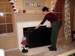 Fireplace with magnetic cover
